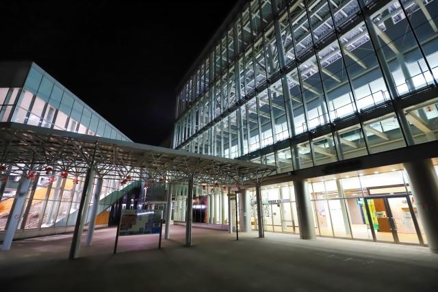 青森駅前のロータリー